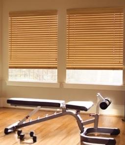 Jaluzele orizontale din lemn pentru sala sport